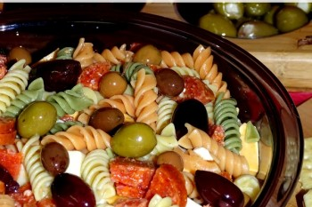 Perfect Pasta Salad Recipe – Great for Holiday Get Togethers