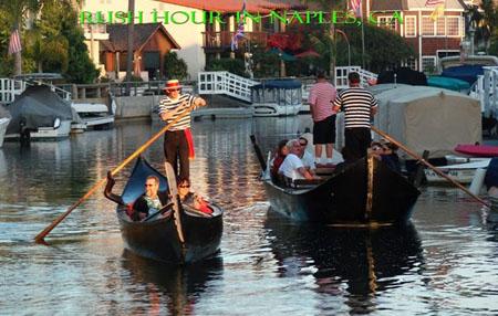 01-traditional-gondola